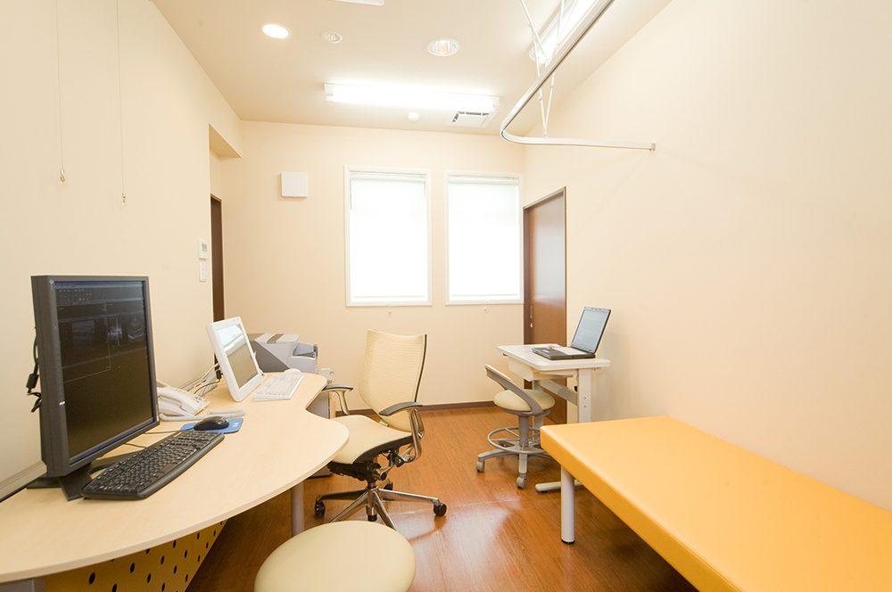 くりう内科クリニック 診察室-1写真